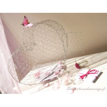 theme-mariage-nature-decoration-de-mariage-sur-le-theme-nature-urne-coeur-en-grillage.jpg