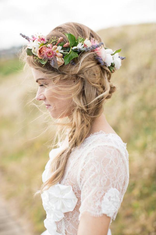 La couronne de fleurs : l'accessoire tendance pour votre mariage