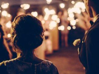 comment organiser son mariage entre amis