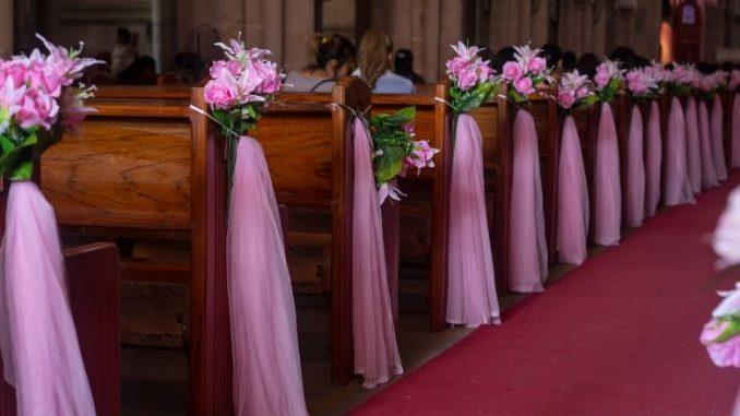 bien décorer l'église de son mariage