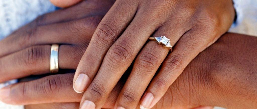 Mains De Mariés Bagues Alliances