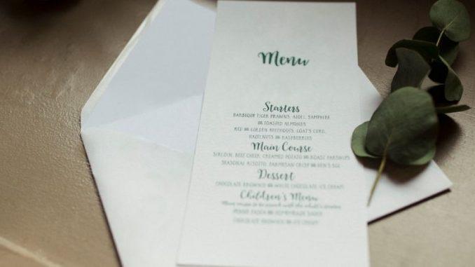 Menu De Mariage Blanc Simple Écriture Vertes Et Branche Avec Des Feuilles Vertes